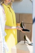 Photo woman looking at high heel shoes