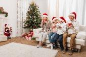 Photo happy family celebrating christmas