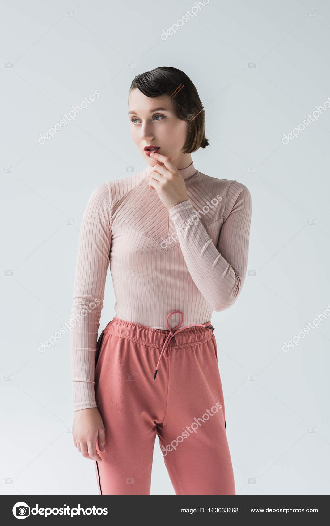 Vintage Kleding.Nadenkend Vrouw In Vintage Kleding Stockfoto C Igorvetushko 163633668