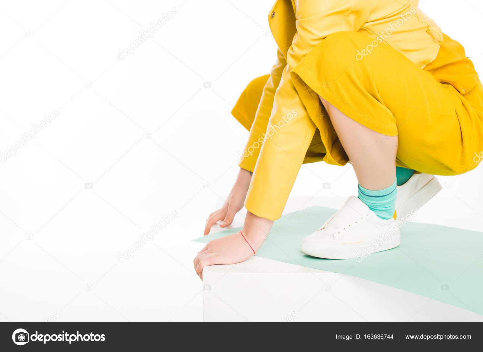 fille la mode dans les v tements jaunes photographie igorvetushko 163636744. Black Bedroom Furniture Sets. Home Design Ideas