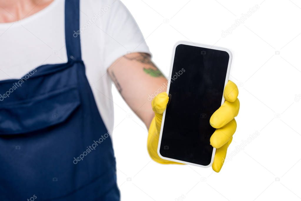 cleaner showing smartphone