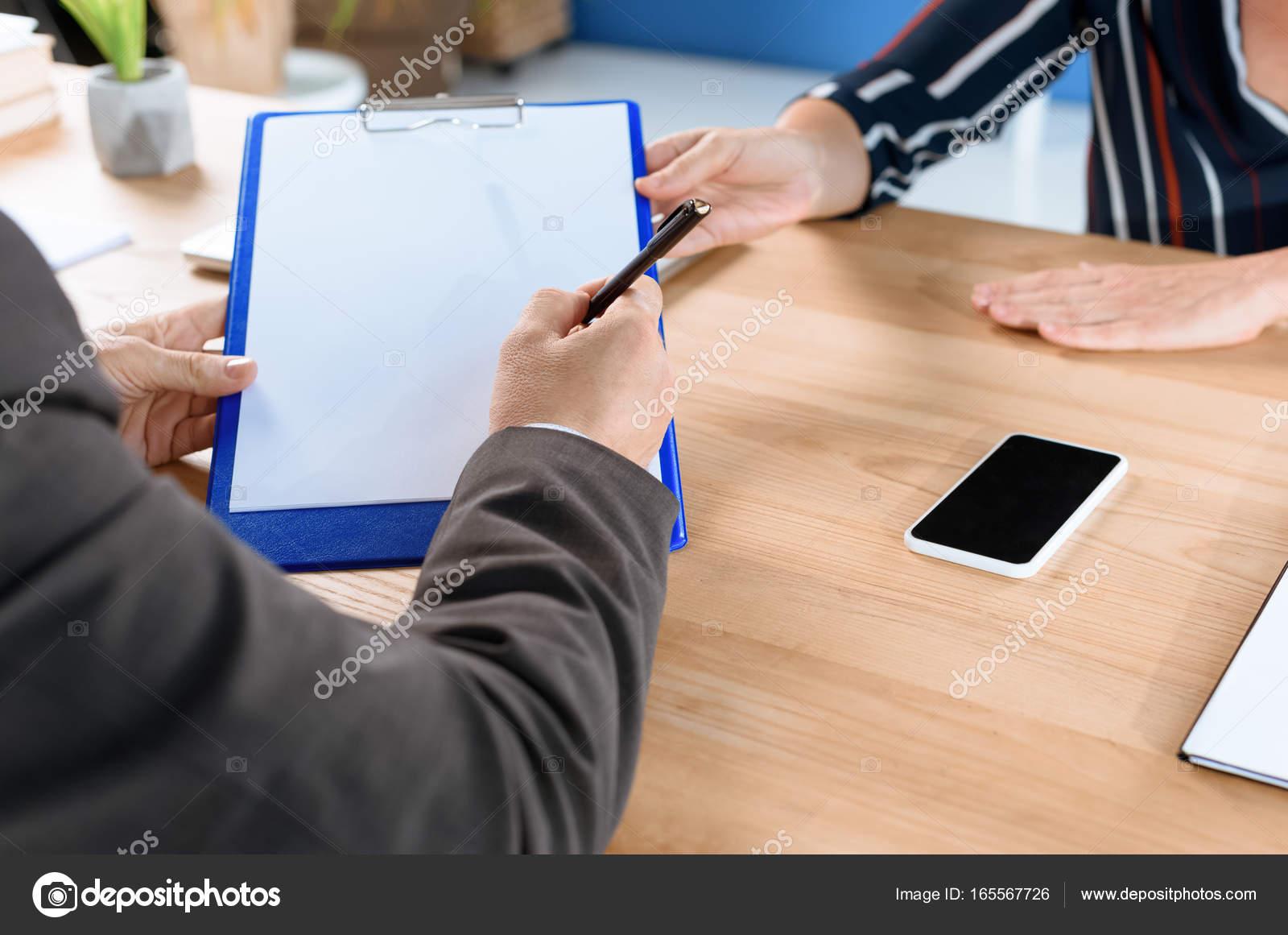 Business Partner Vertrag Schreiben Stockfoto Igorvetushko 165567726