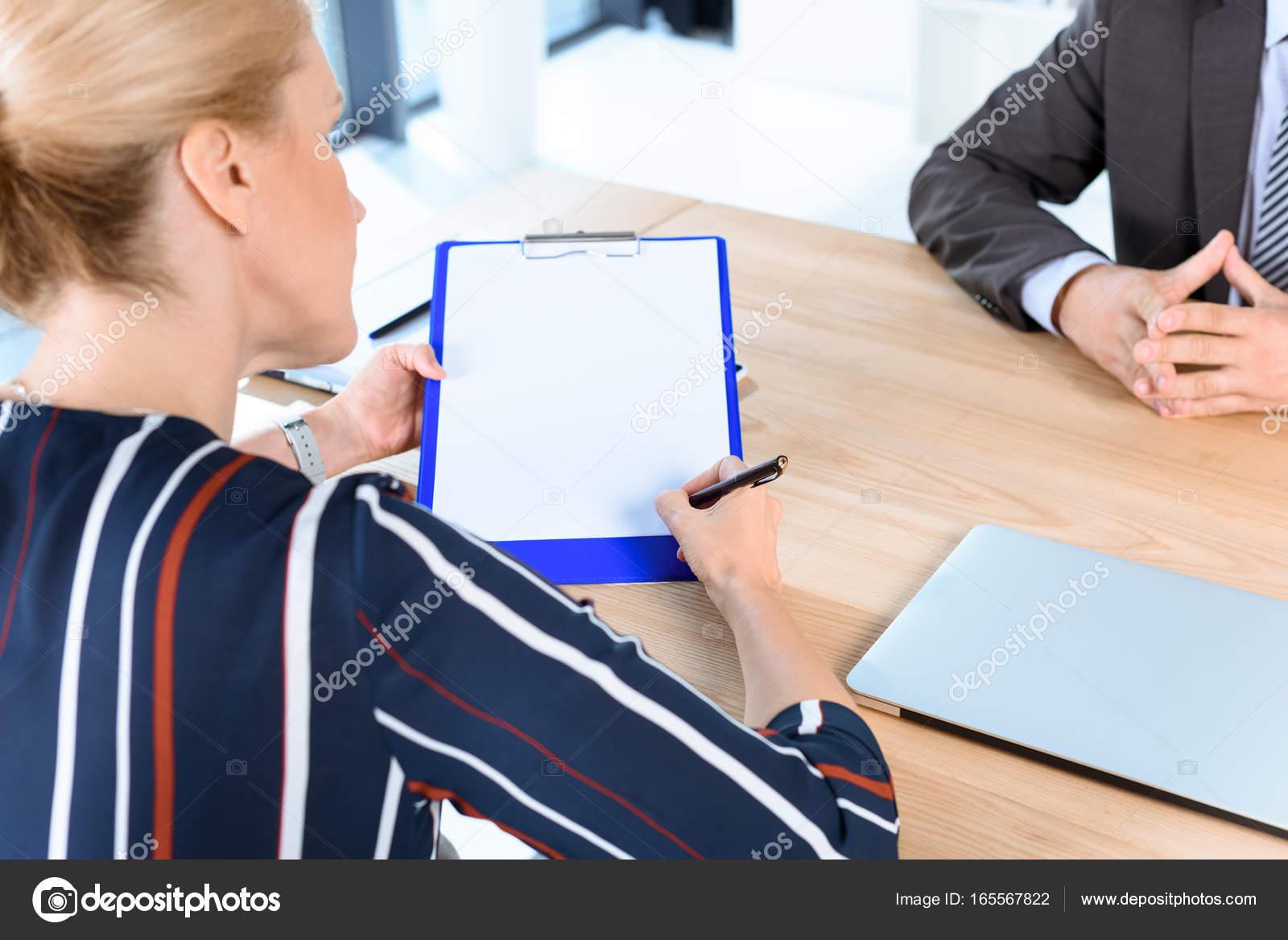 Business Partner Vertrag Schreiben Stockfoto Igorvetushko 165567822