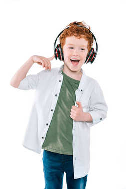 kid listening music with headphones