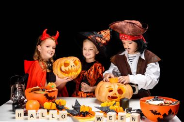 children with halloween pumpkins