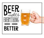 Fotografia vetro della holding della persona di birra