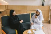Photo muslim couple spending time together