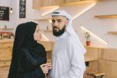 Fotografie muslimský pár v kavárně