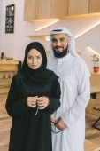 Photo muslim couple in traditional clothing