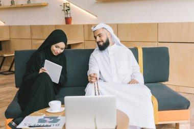 muslim businesspeople having conversation