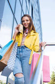 Fényképek lány a bevásárló szatyrok