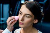 žena udělat make-up