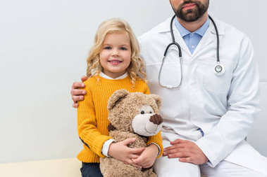 pediatrist with little girl