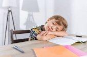 Photo little boy sleeping on table