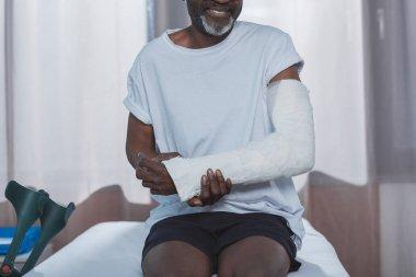 patient with broken arm
