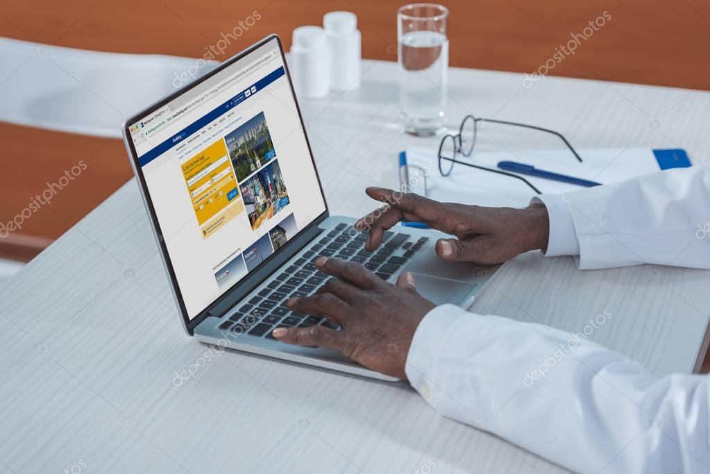 doctor using Booking website