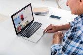 részleges kilátás vezető ember dolgozik laptop notebook otthon asztalnál ebay logóval