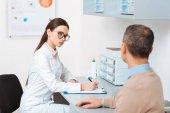 Fotografie Selektivní fokus pacienta na recepci lékaři na klinice