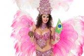 nő a gazdaság a szalmával és a brazil zászló, elszigetelt fehér kókusz farsangi jelmez
