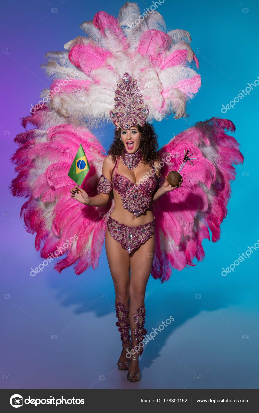 9c1e074fdb20 Imágenes: pluma en brasileño | Mujer Alegre Traje Carnaval Con ...