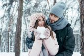 Photo young couple having fun together in snowy forest