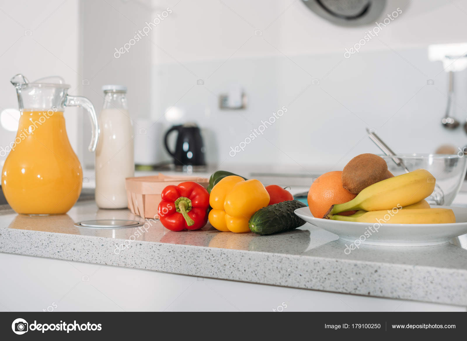Owoce Warzywa Sok Pomarańczowy Mlekiem Stole Kuchni