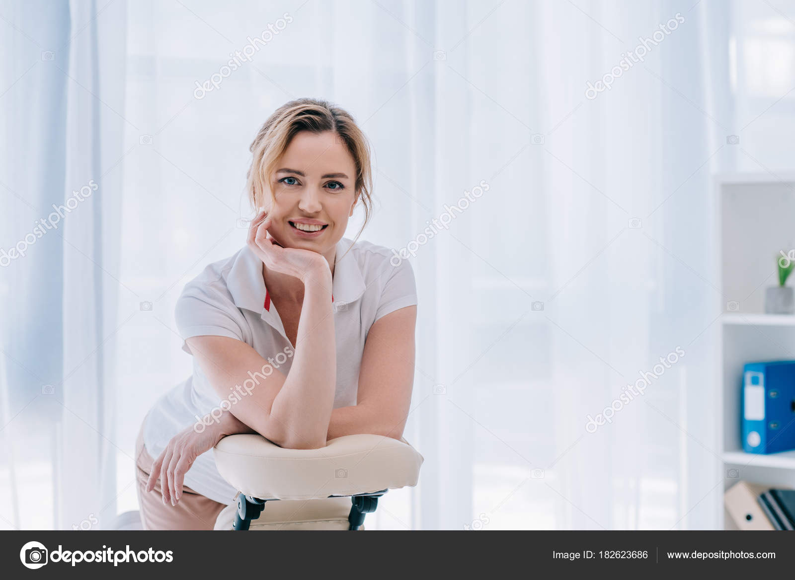 Happy Massage Therapist Leaning Chair Seated Massage u2014 Stock Photo  sc 1 st  Depositphotos & Happy Massage Therapist Leaning Chair Seated Massage u2014 Stock Photo ...