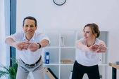 podnikatel se svým trenérem rozcvičení před tréninkem