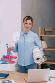 Fotografie attractive businesswoman with fitness equipment at office