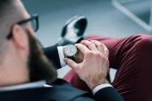 částečný pohled podnikatel kontrola času