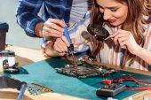 Ember segít nő Forrasztó áramköri elemek