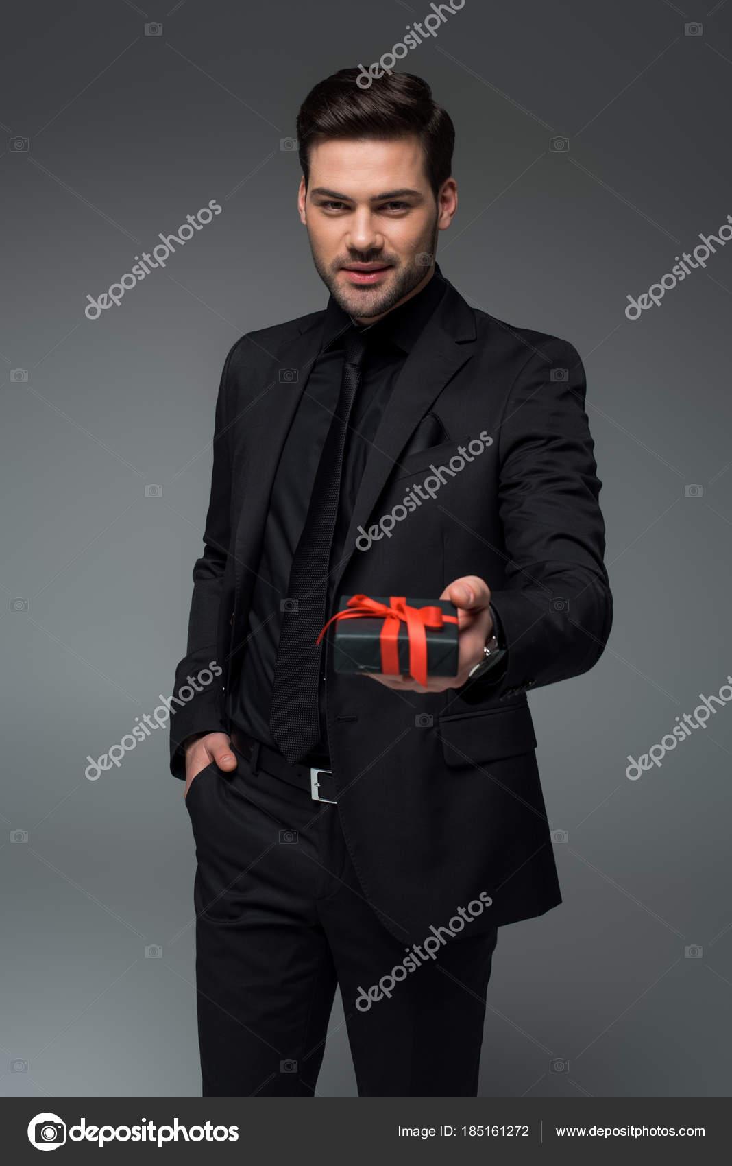 Traje negro formal hombre