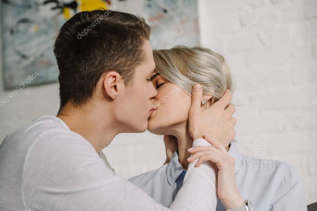sexy kiss picture