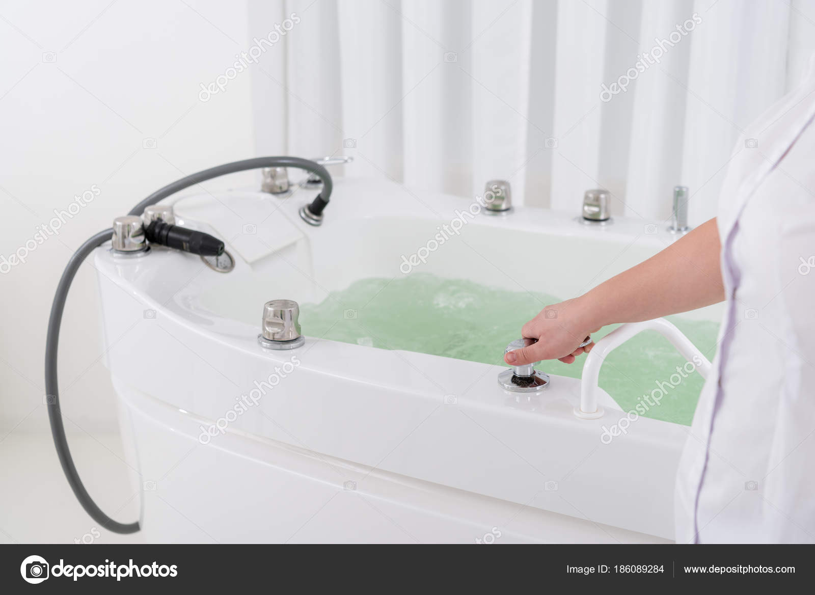 Cropped Shot Spa Salon Assistant Regulating Water Hydro Bath — Stock ...
