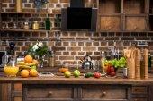 digitális tábla, a friss gyümölcsöket és a zöldségeket a konyhába asztal