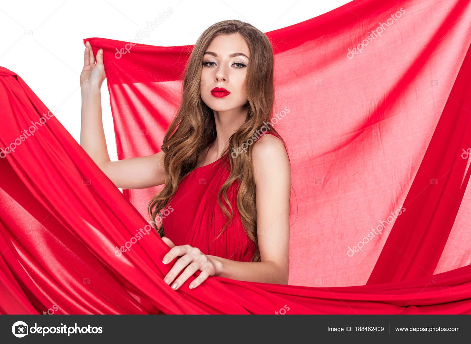 Chica Atractiva Posando Vestido Rojo Con Velo Aislado Blanco — Foto ...