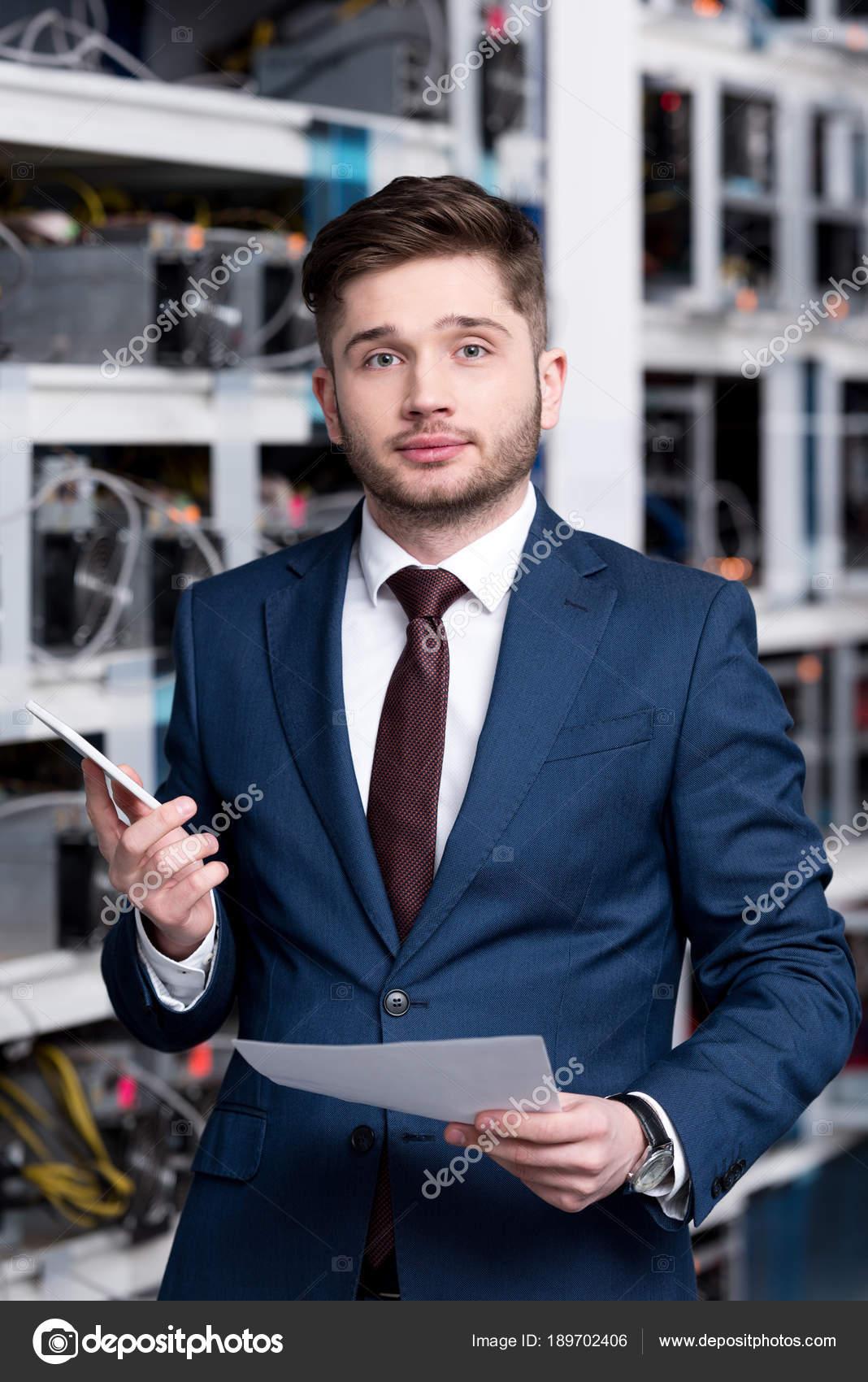 exitoso joven empresario granja minería cryptocurrency foto de