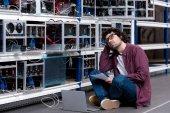 junger Computeringenieur bei Ethereum Mining Farm