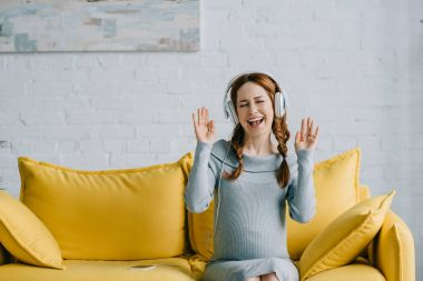 pregnant listening to music