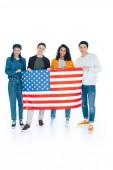 Fotografie glücklich multiethnischen Studenten mit Usa-Flagge isoliert auf weiss