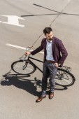 Fotografie high angle view of stylish young businessman with vintage bicycle