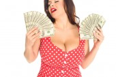 plus velikost ženy s hodně peněz, izolované na bílém spokojeni