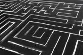 vysoký úhel pohledu na malovaný labyrint s kopírovacím prostorem