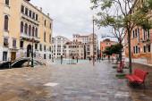 Benátky, Itálie - 24. září 2019: mosty, kanály a starobylé budovy v Benátkách, Itálie