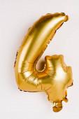 Ünnepi arany lufi alakú négy szám szürke háttér