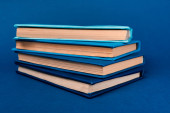 Photo bright and colorful books on blue background