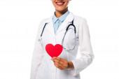 Fényképek Vágott kilátás afro-amerikai orvos sztetoszkóppal mutatja dekoratív vörös szív elszigetelt fehér