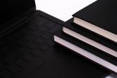 notebookok közelében fekete-modern laptop elszigetelt fehér