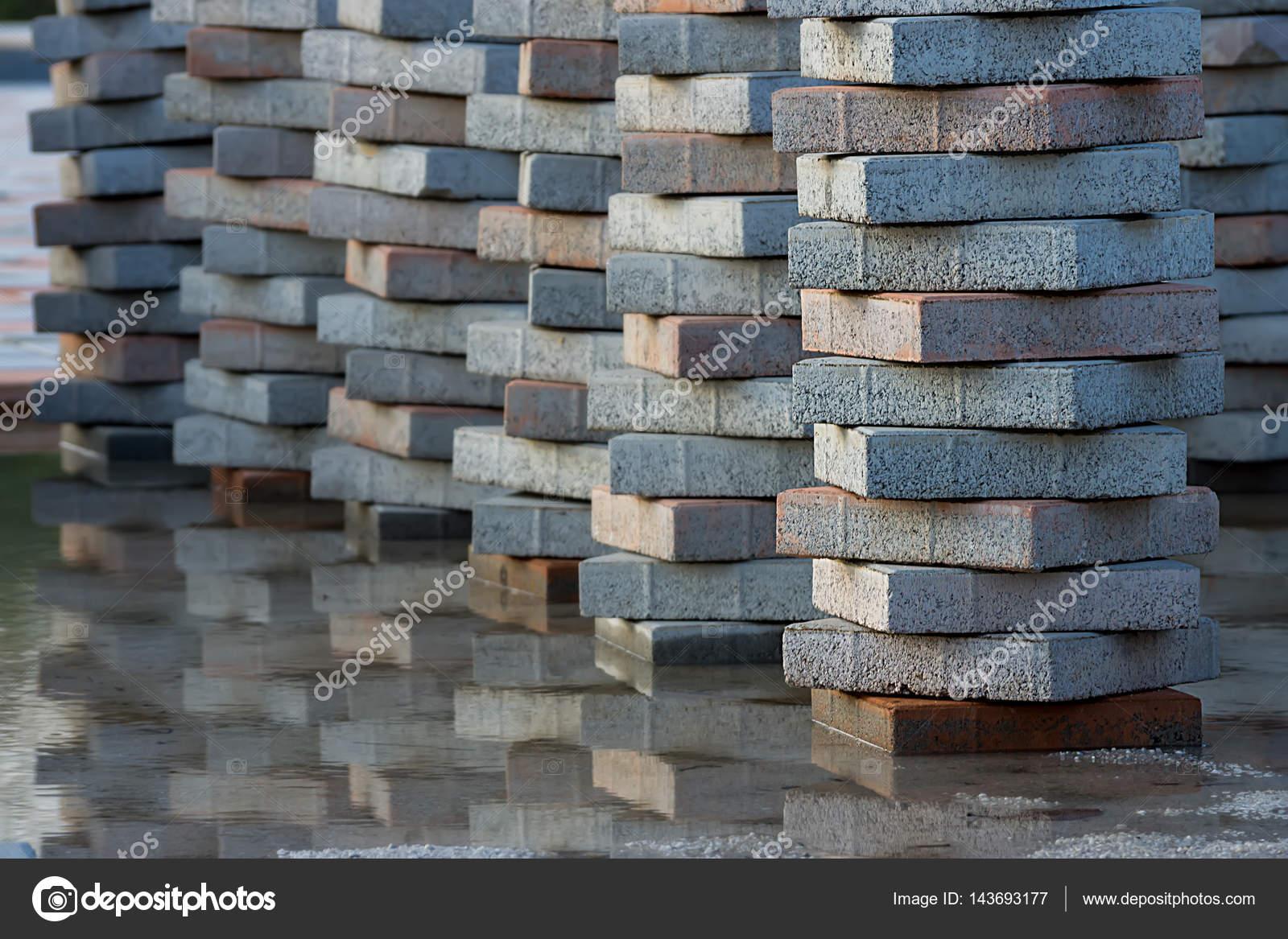 Fußboden Aus Backsteinen ~ Die ziegel für den fußboden u stockfoto noppharat th