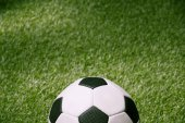 futball-labda, a zöld futballpálya